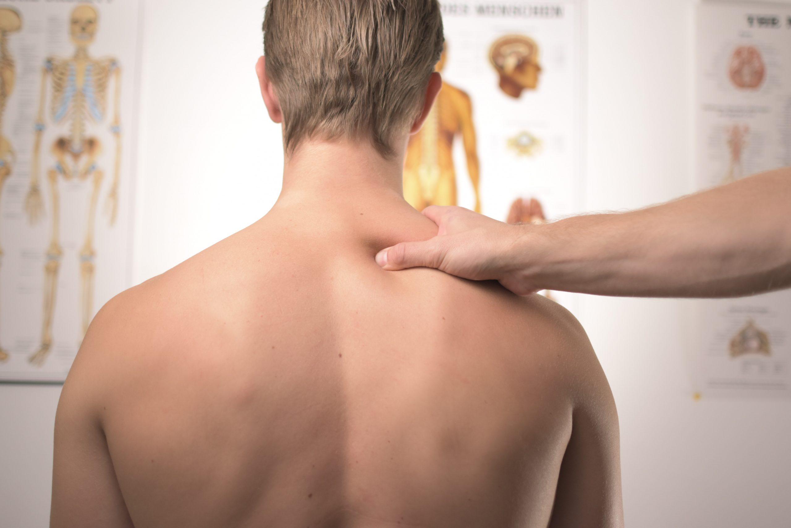 Behandlung des Trapezius bei Nackenschmerzen